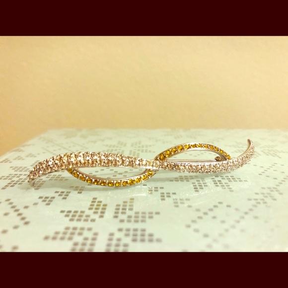 Swarovski Jewelry - 💖Sale Authentic Swarovski Crystal Brooch💖